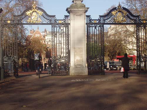 park-gates.jpg